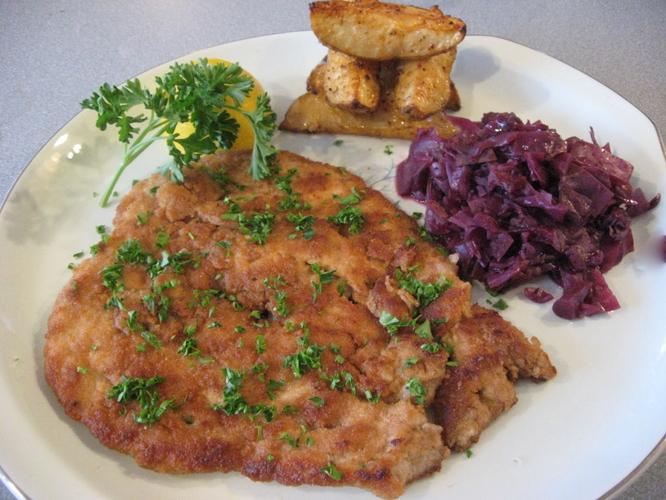 schnitzel mit jägerrahmsauce wiener schnitzel schnitzel klassiker ...