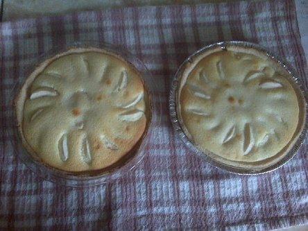 Apple kuchen with sour cream